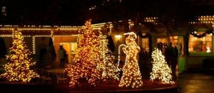 dollywoodchristmas 300x131 Tourism Back Up in the Great Smoky Mountains